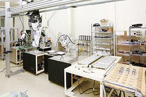 工場内に生産ラインのモデルを設置