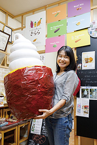 農プロデュース リッツ「焼きイモソフトクリーム」のオブジェ