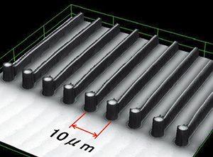 インプリント技術を使って実現した、10マイクロメートルピッチ配線の拡大写真