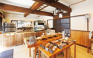 パンとおやつ 奥阿賀コンビリー 店内風景