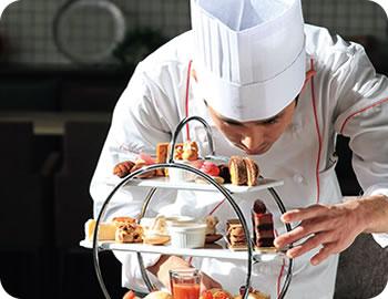 株式会社レジーナリュクシー 広報・パティシエ 中村 さん