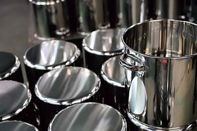 厨房で使われる寸胴鍋
