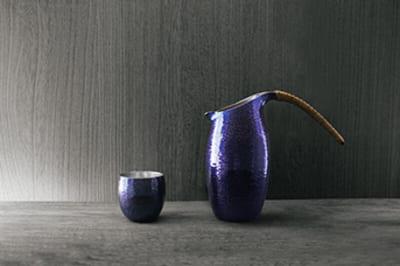 青藍色(せいらんしょく)銅酒器 ぐい吞み 12,650円、チロリ 46,200円